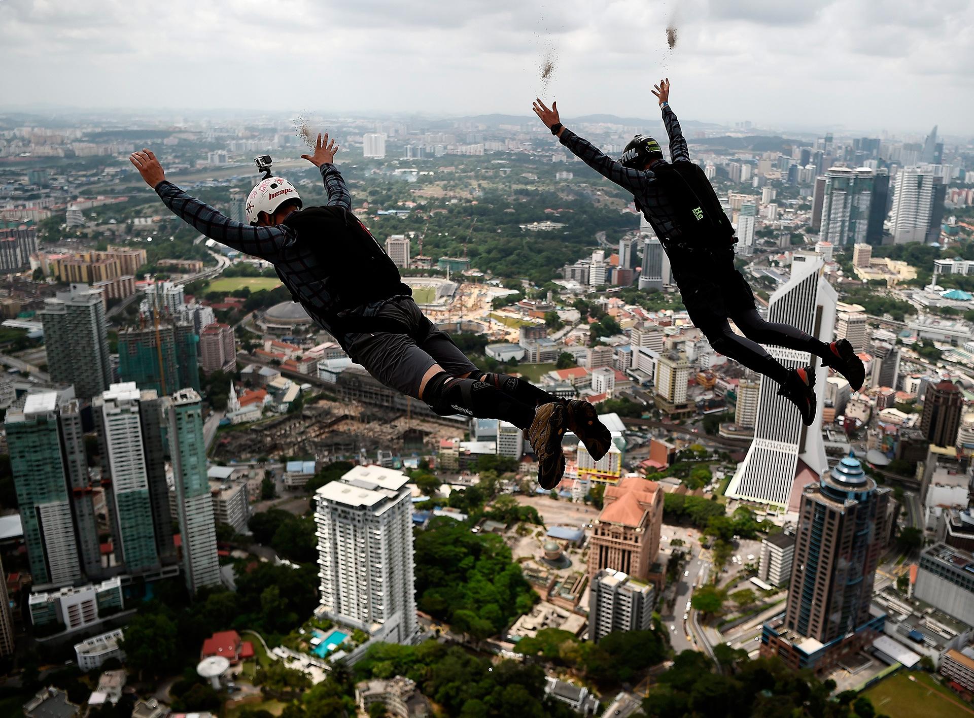 Прыжки с небоскребов, видео бдсм с анальными игрушками